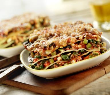 Groene lasagne met pittige gehaktsaus