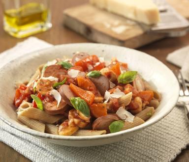 Pasta met vega groente-rookworstsaus