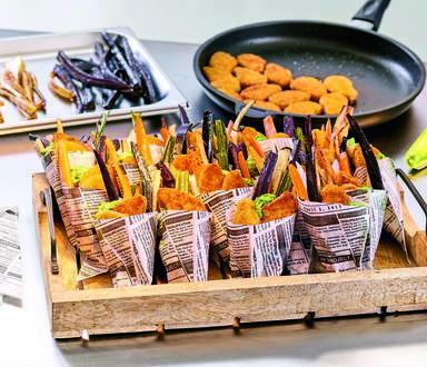 Vegane Beflügel-Nuggets mit Wurzelgemüse-Sticks