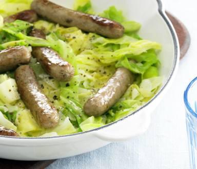 Vegetarische Lass-die-Sau-raus Bratwürstchen in Spitzkohl-Pfanne
