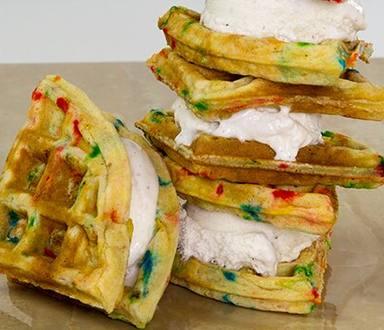 Sándwiches de waffles y  helado