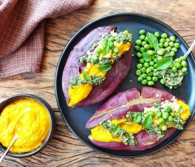 Batata Doce Recheada com Quinoa, Abóbora e Pesto