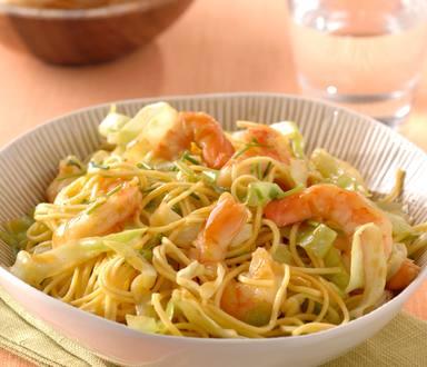 Chinese Mie salade met garnalen en ketjap sinaasappeldressing