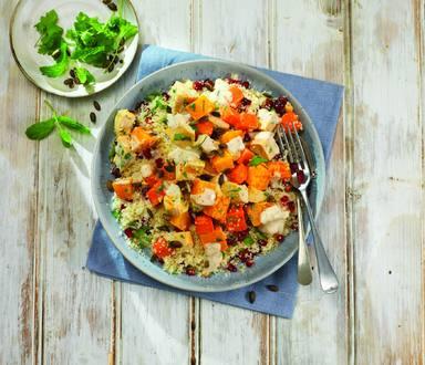 Kuskusový salát s dýní, kuřetem a granátovým jablkem