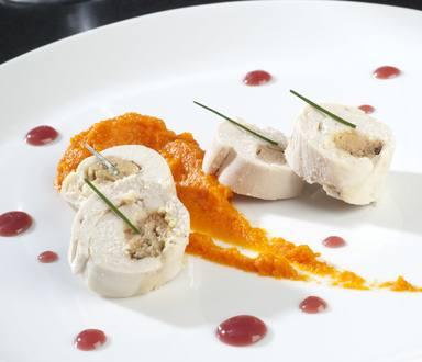 Ballottines de dinde au foie gras, purée de patates douces, sauce porto