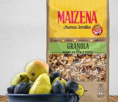 Trifle de granola con peras y ciruelas