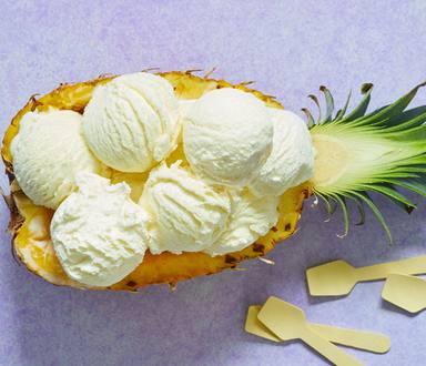 Toetje met ananas en ijs