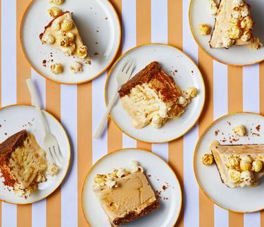 Karamel cheesecake ijstaart