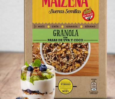 Vaso de granola con arándanos y kiwi
