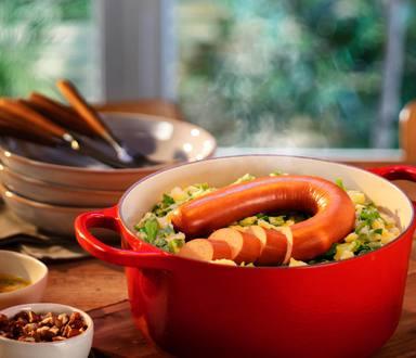 Andijviestamppot met mosterdvinaigrette en vegetarische rookworst