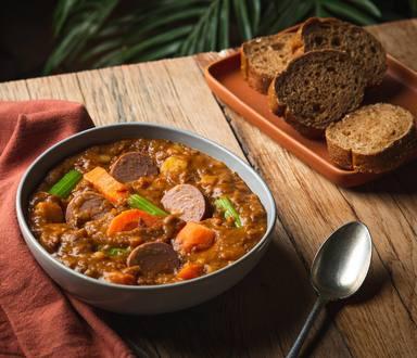 Linzensoep met wortel en vegetarische rookworst