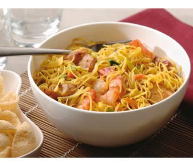 Singapore Hokkien mie met kip, garnalen en groenten