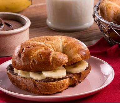 Medias Lunas Con Plátano y Chocolate