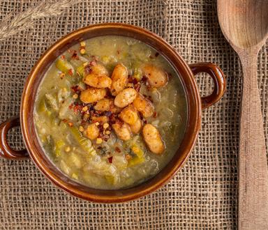 Zeleninová polievka s horčicu a korenenými fazuľami
