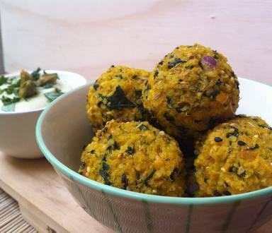 Bolinho de Painço com Quinoa e Abóbora + Maionese Vegana de Alcaparras