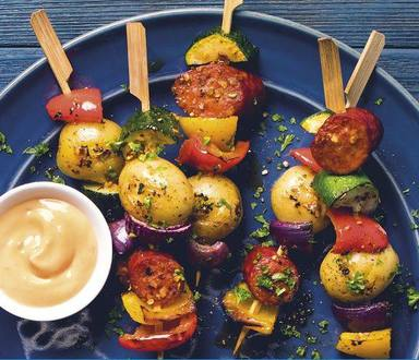 Zeleninové špízy s klobásou