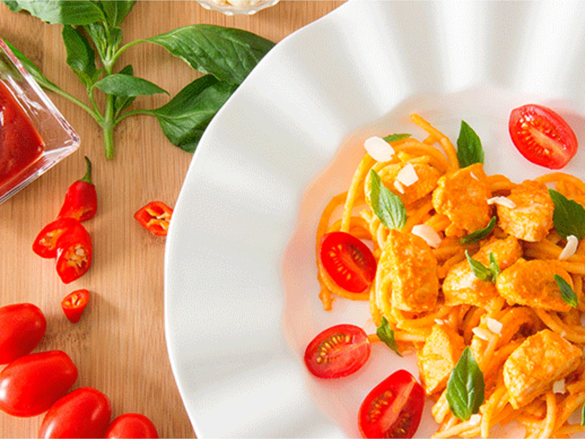 Pasta con Pollo Romesco con Salsa de Tomate Fruco