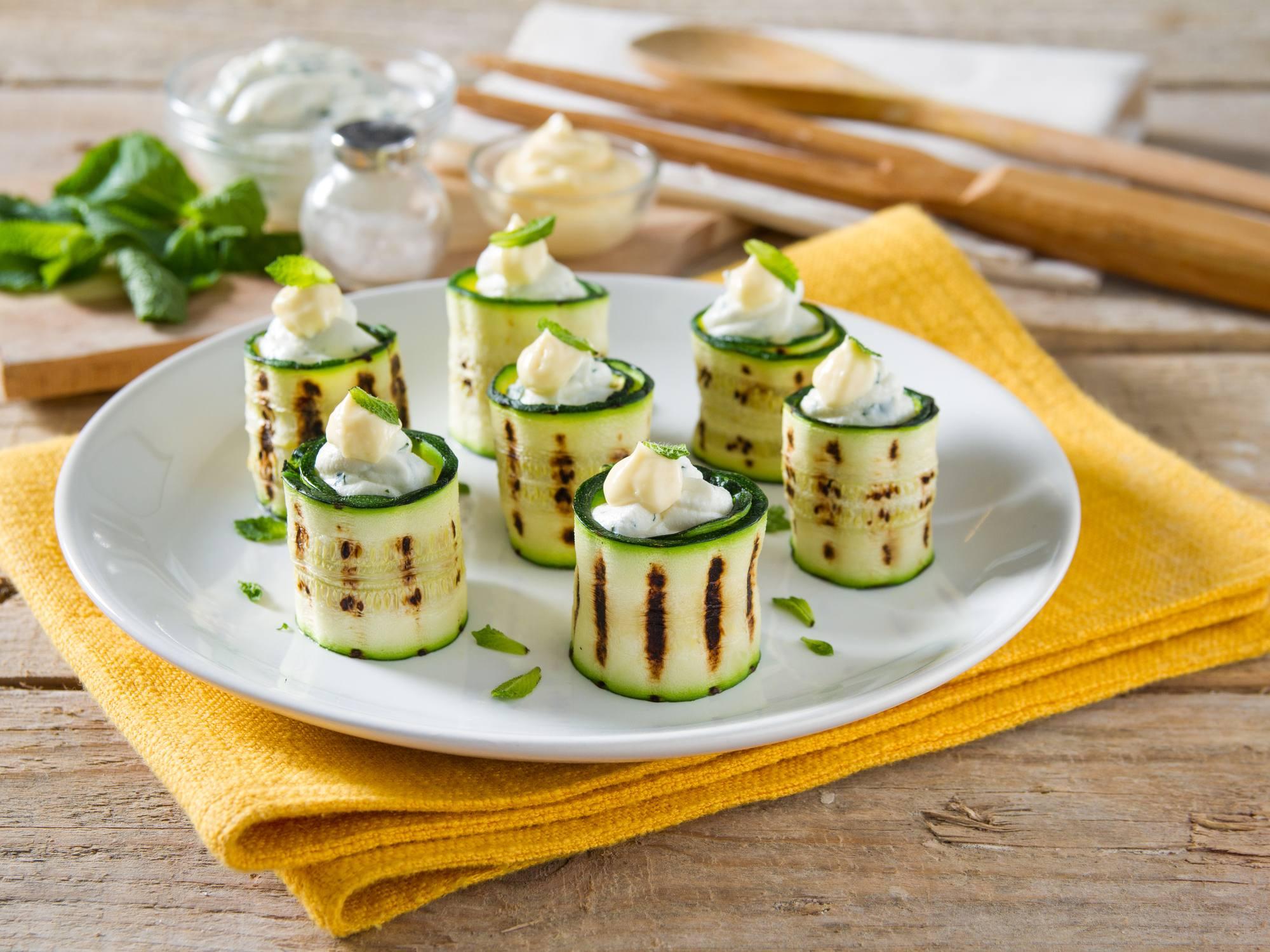 Involtini di zucchine grigliate, caprino e menta