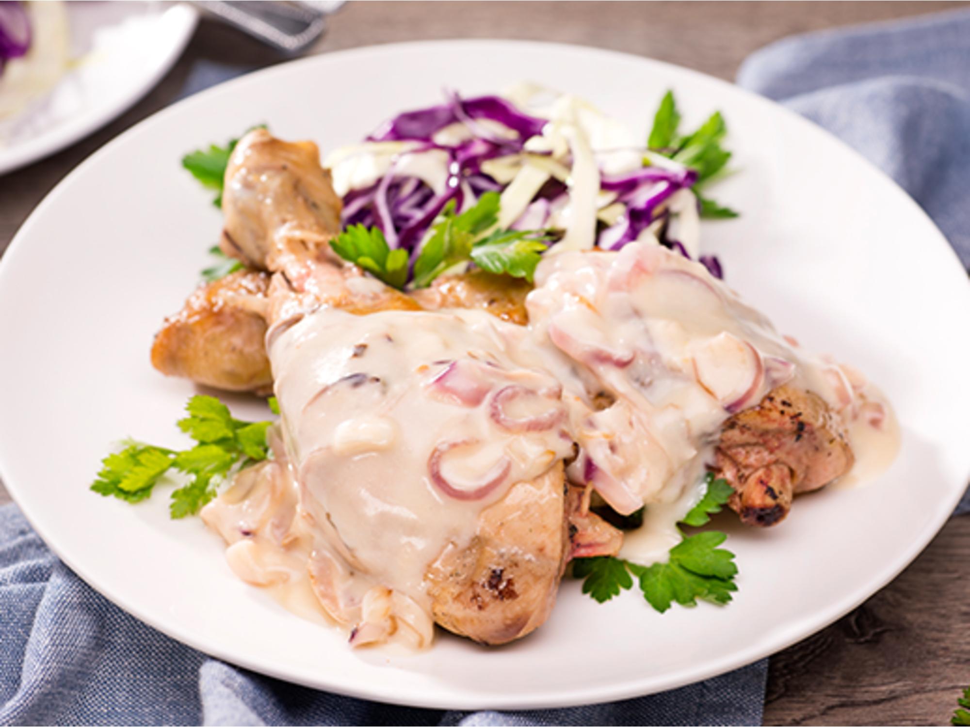 Muslitos de pollo con cebolla caramelizada y Mayonesa Fruco