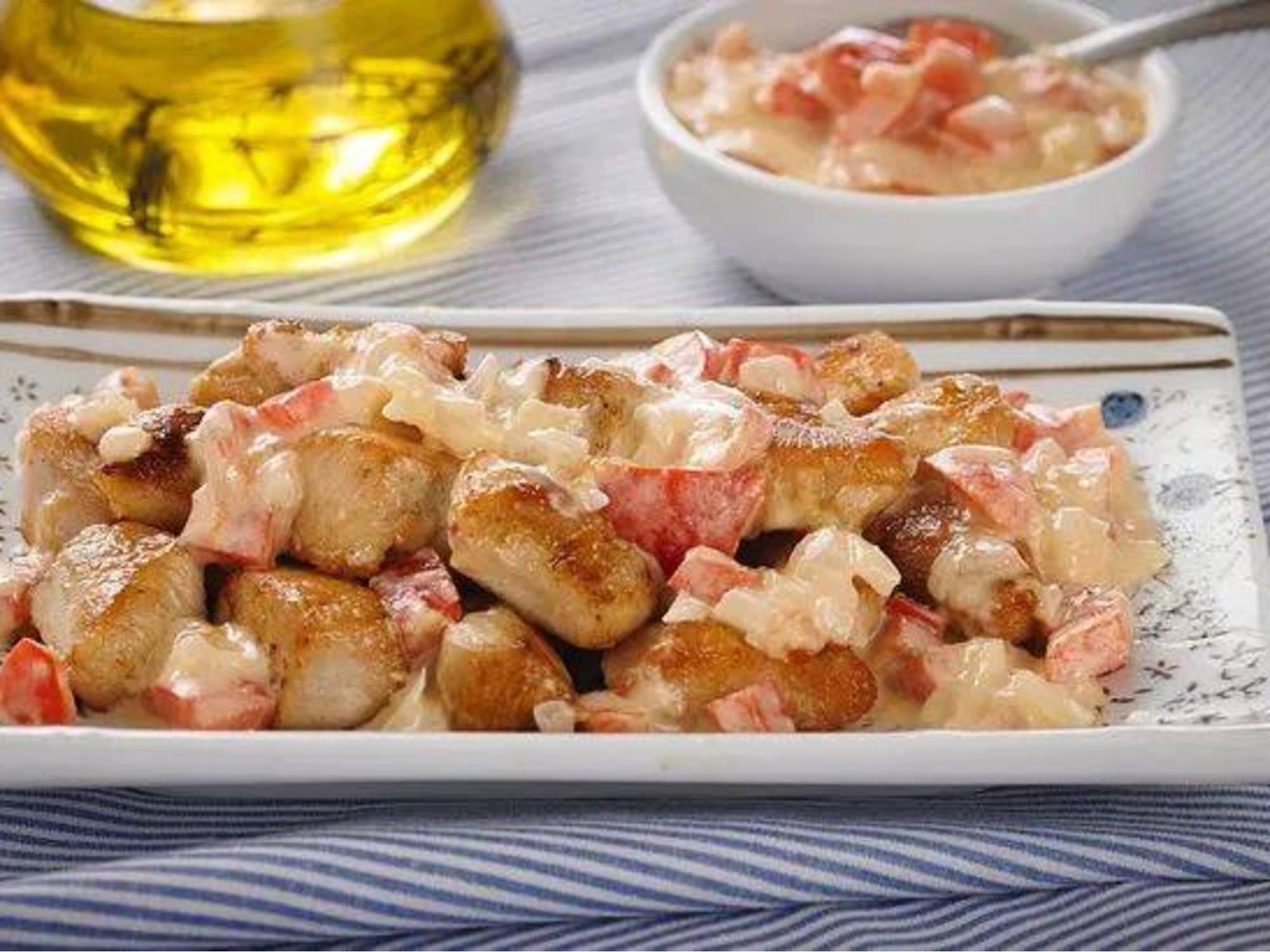 Cuadritos de Pollo con salsa de Ajo y Pimentón Fruco
