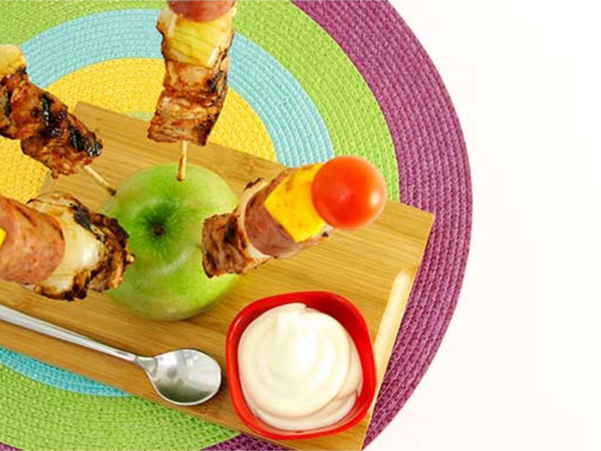 Brochetas de Cerdo Tropicales con Salsa de Tomate Fruco