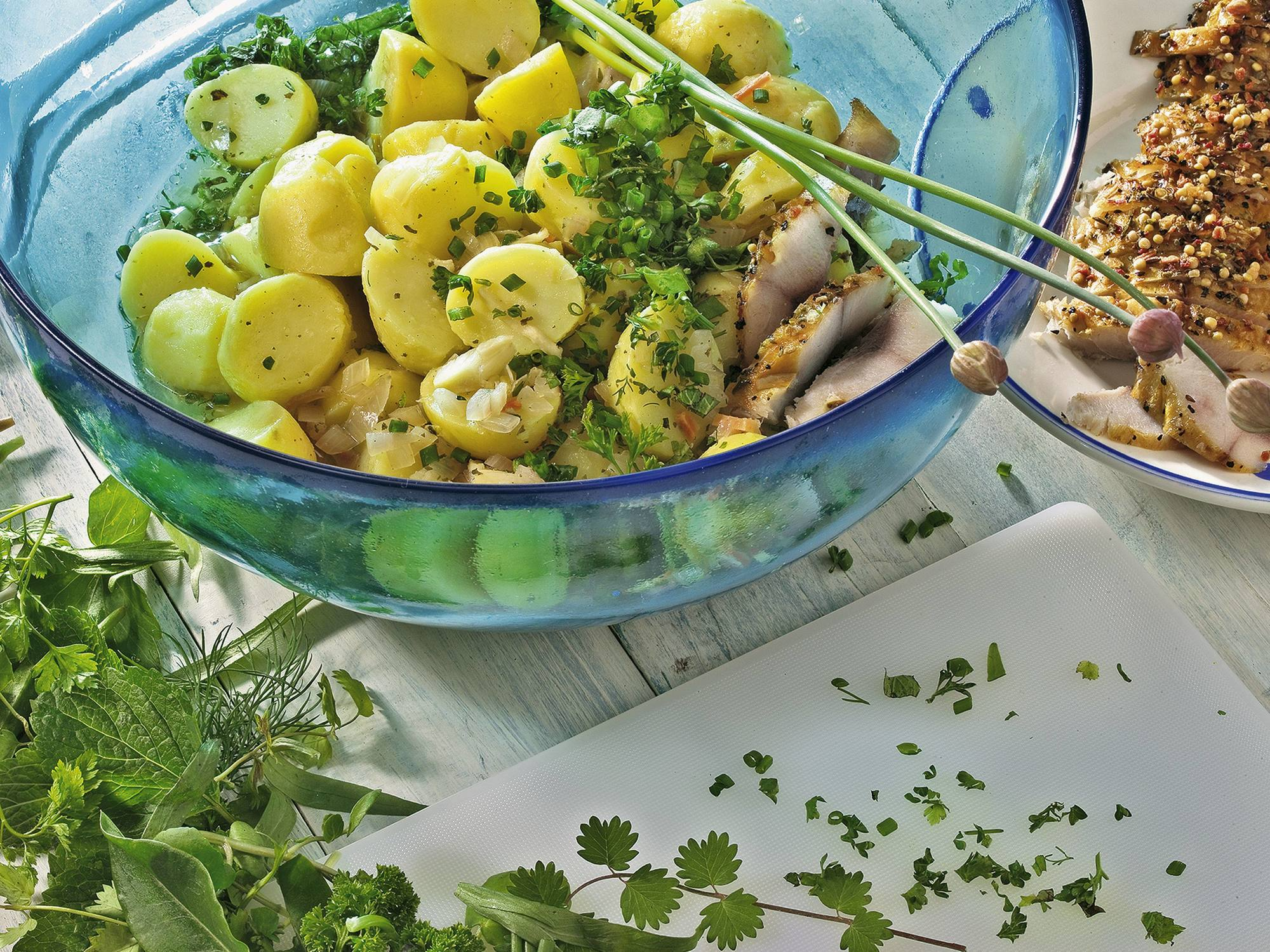 Kartoffelsalat mit Räucherforelle
