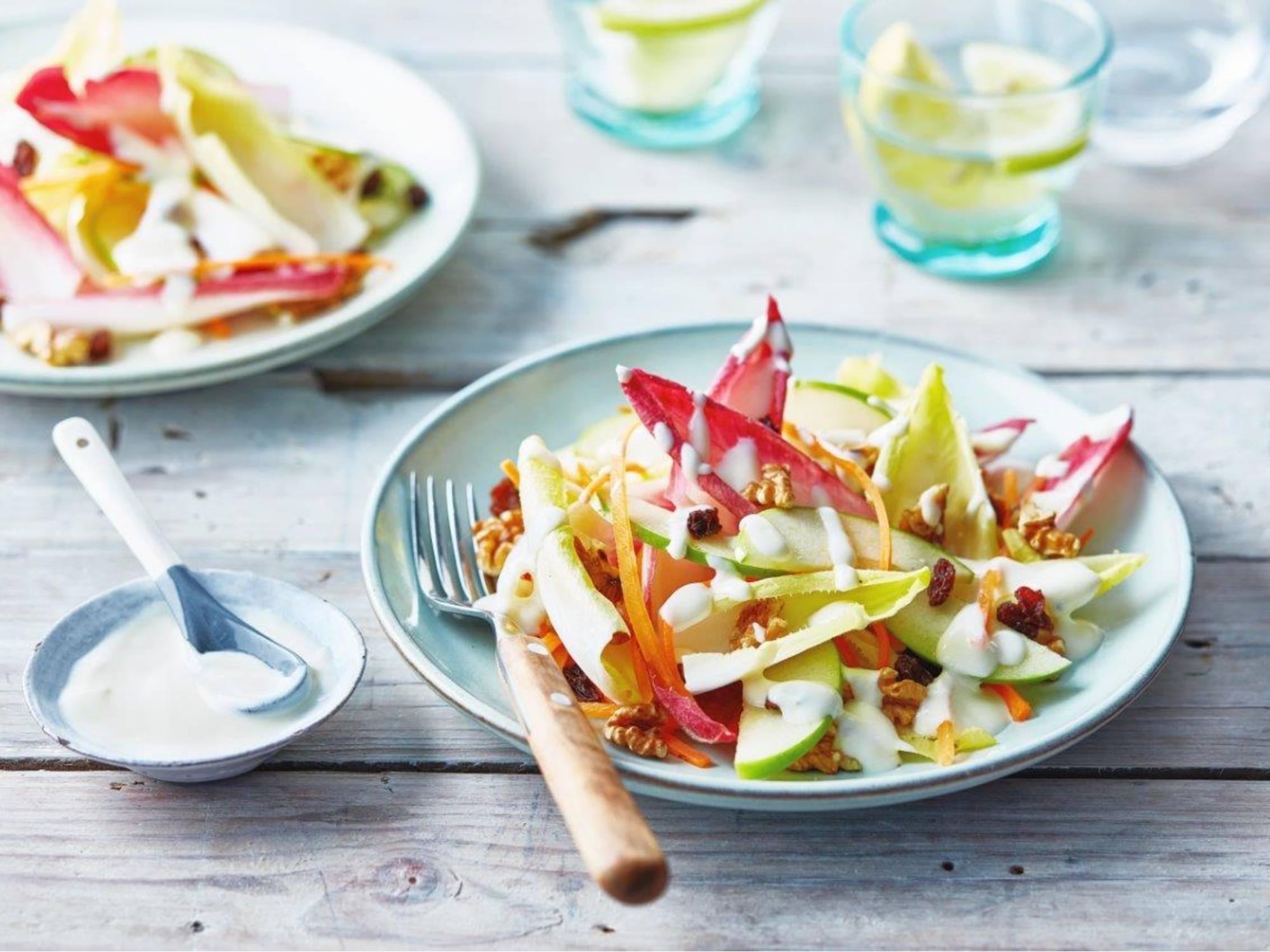 Witlofsalade met appel, wortel en rozijnen