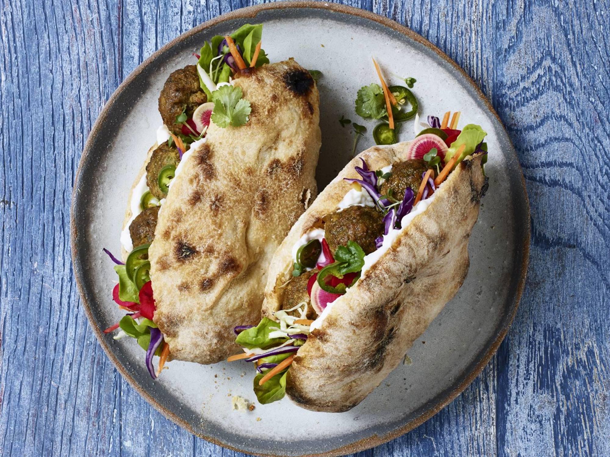 Pita med falafel | Hellmann's DK