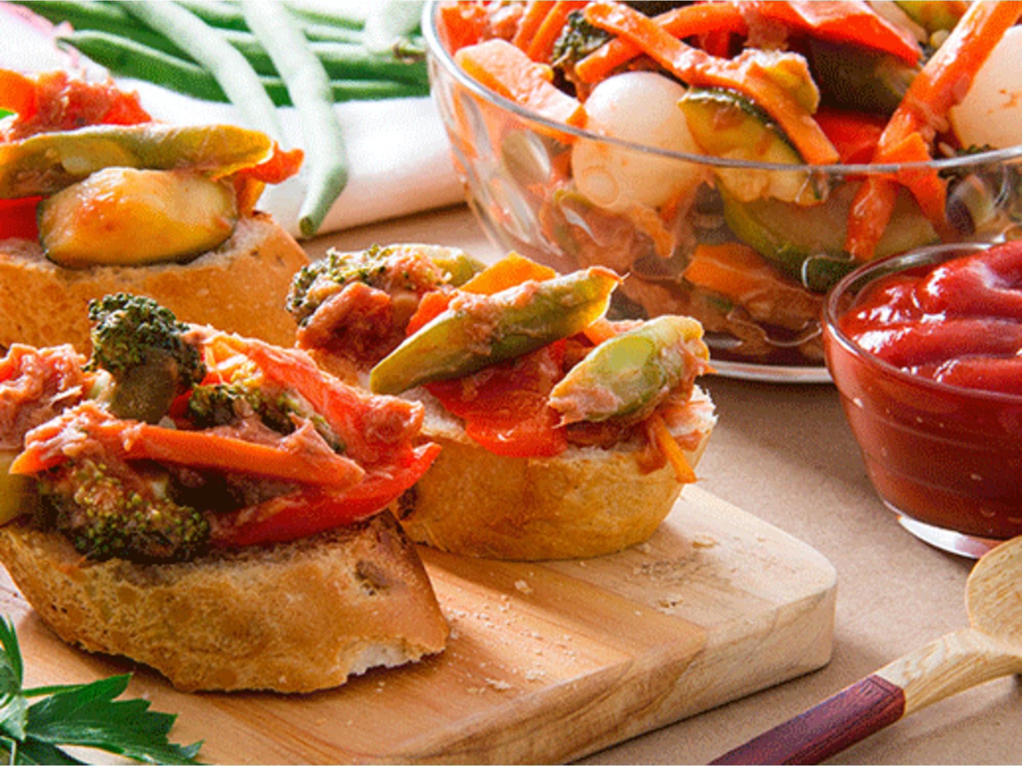 Antipasto Casero con Salsa de Tomate Fruco