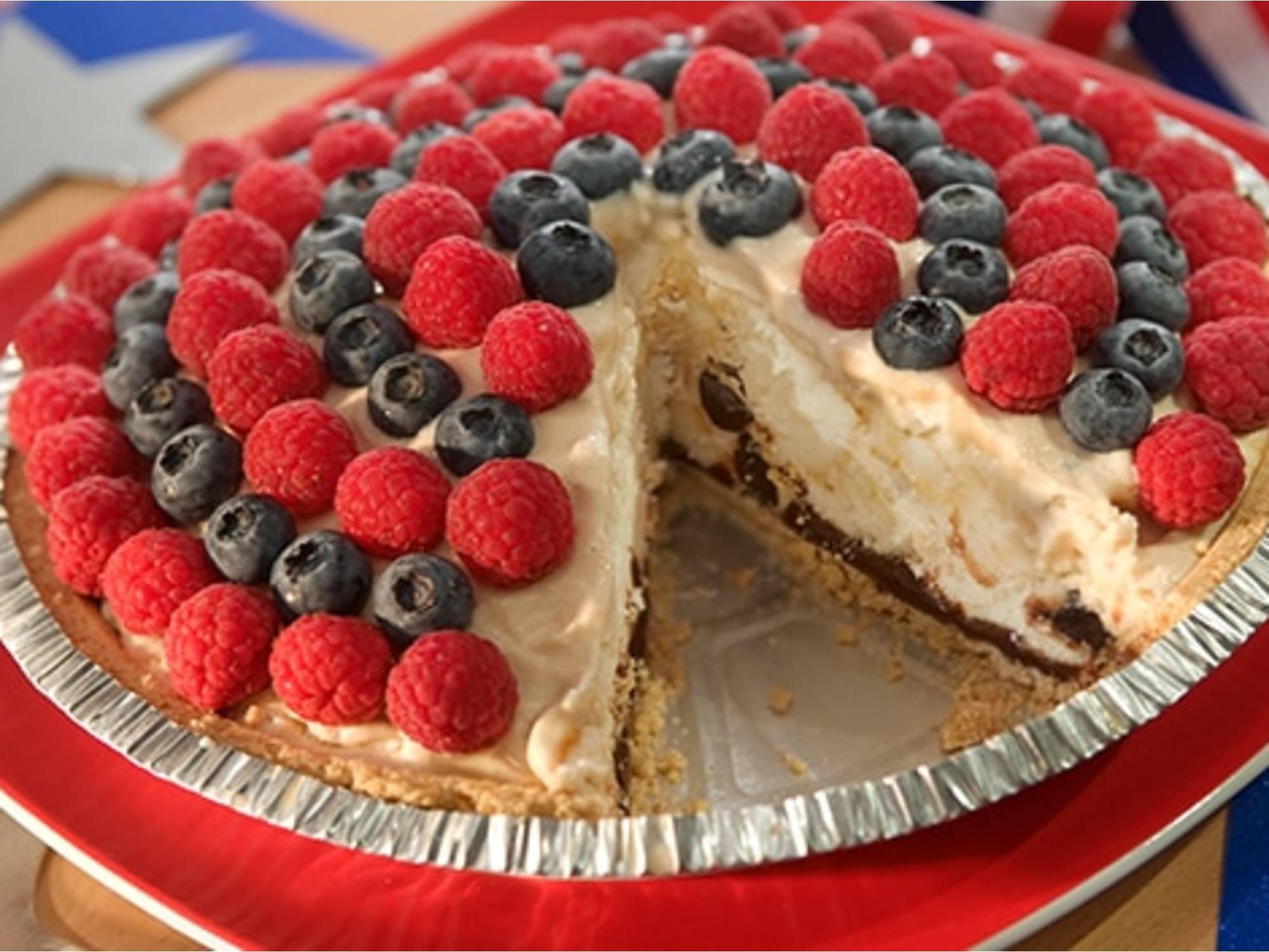 Vanilla Caramel Fudge 'N Berry Pie