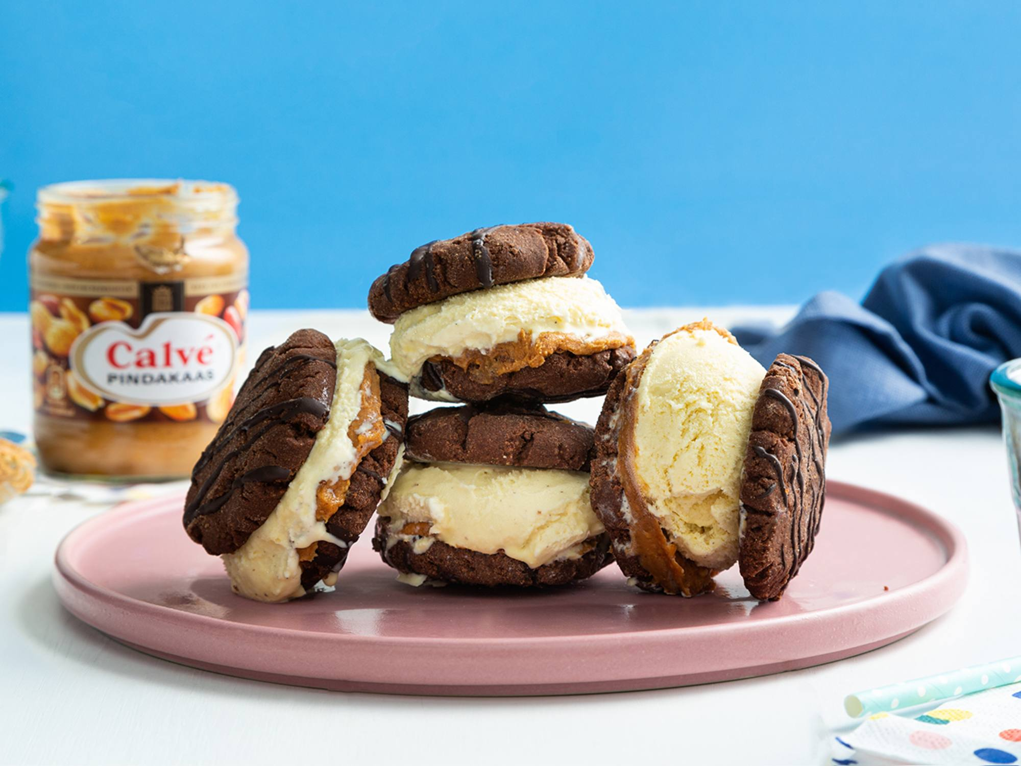 Pindakaas icecream sandwiches