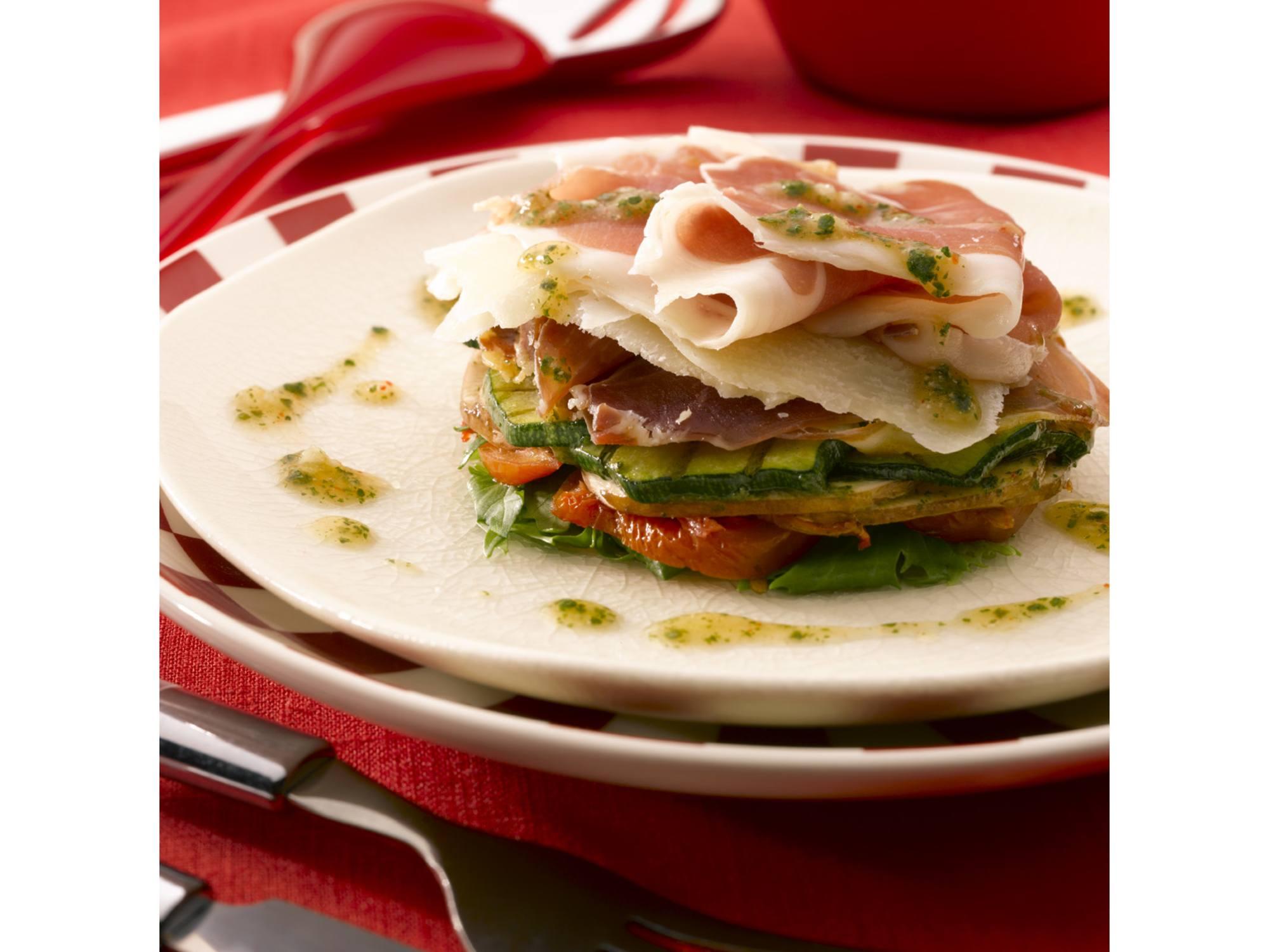 Italiaanse salade met Parmaham, champignons, zongedroogde tomaat en rucola