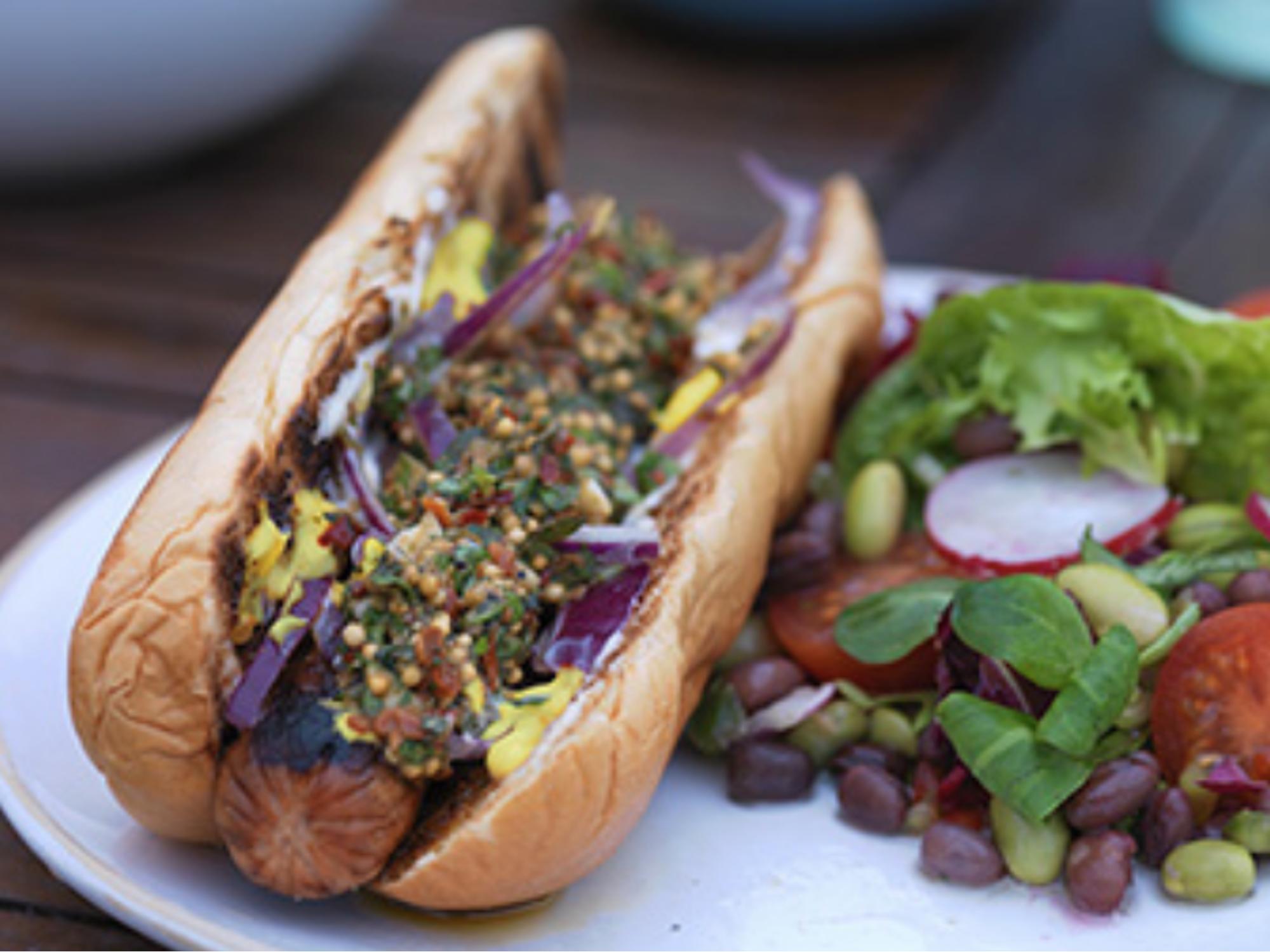 Chimichurri hot dog majoneesilla ja sinapilla | Hellmann's
