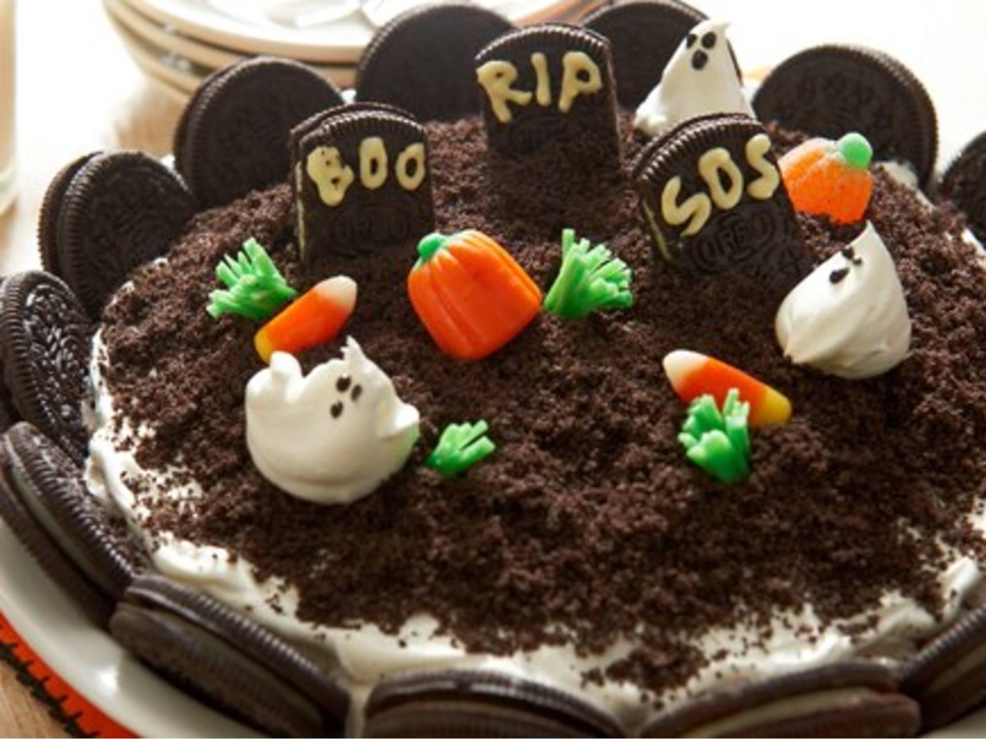 Halloween Graveyard Ice Cream Pie
