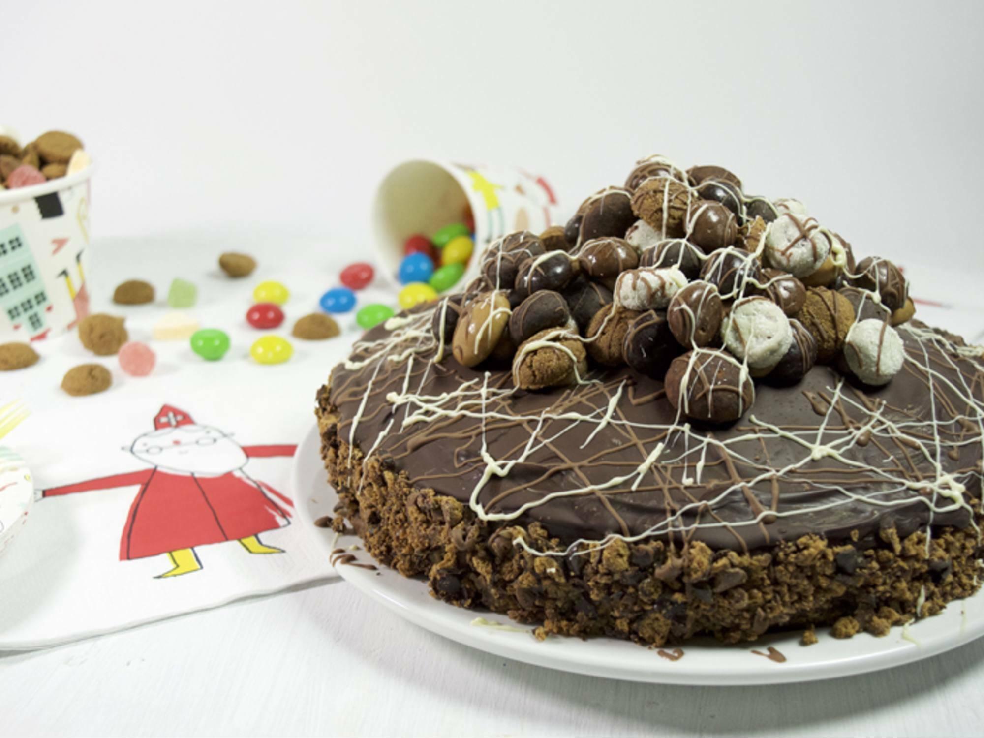 Sinterklaastaart met pindakaas en chocoladepepernoten