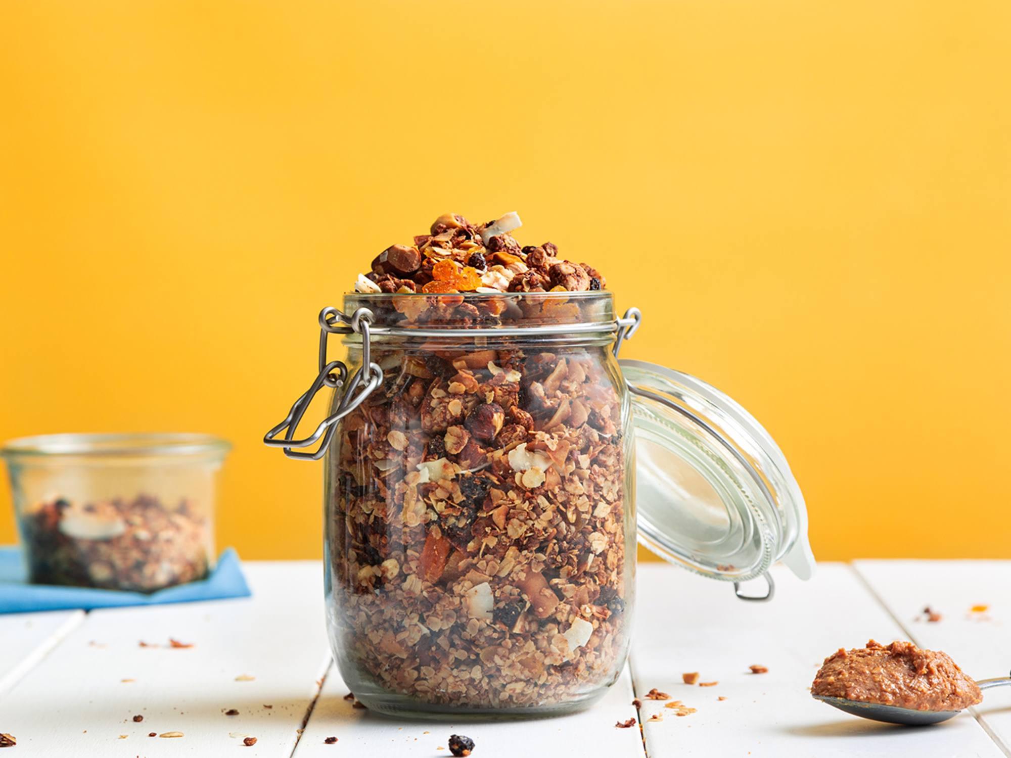 Zelf pindakaas granola maken