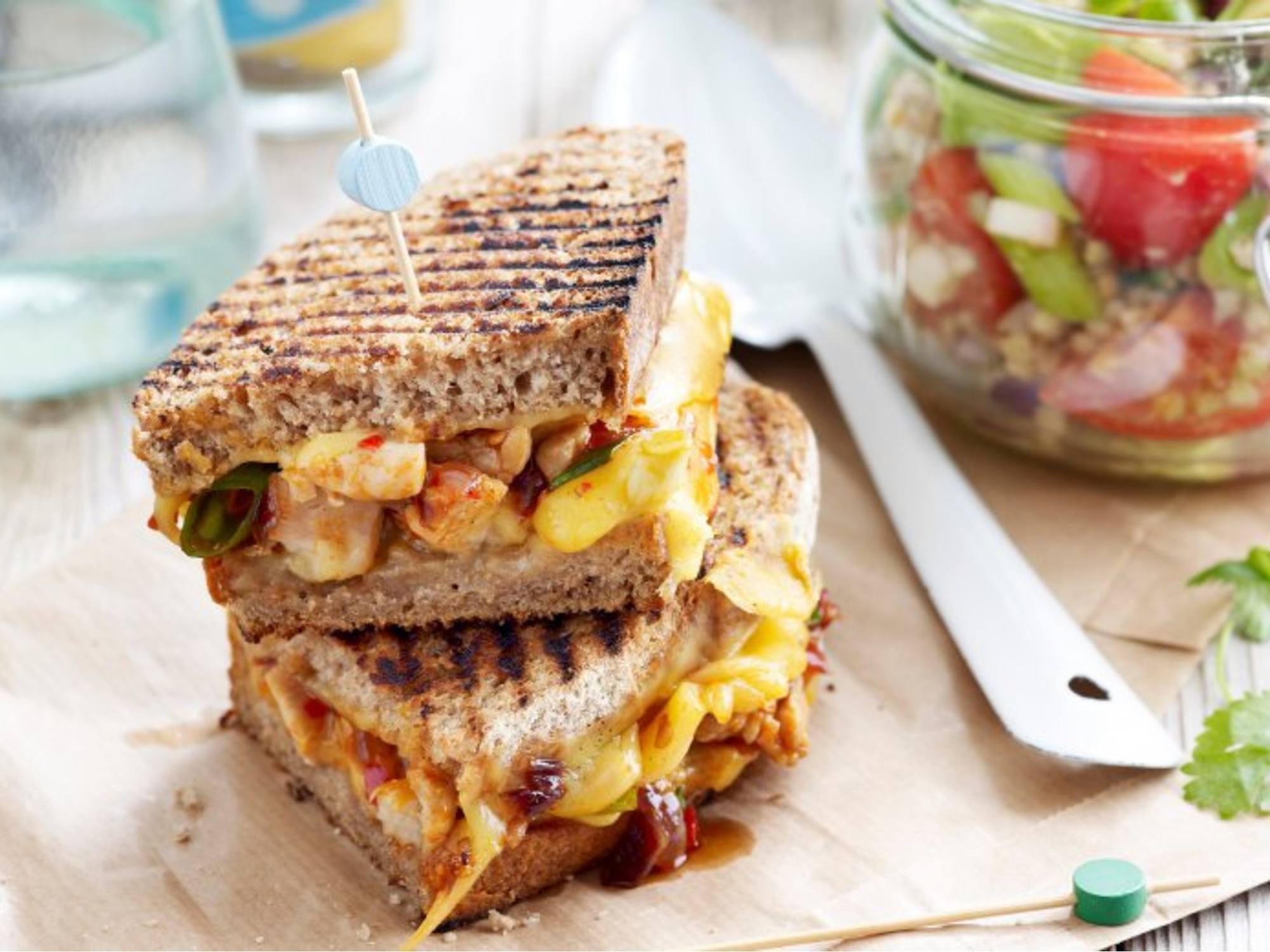 Gegrilde kip sandwich van de BBQ