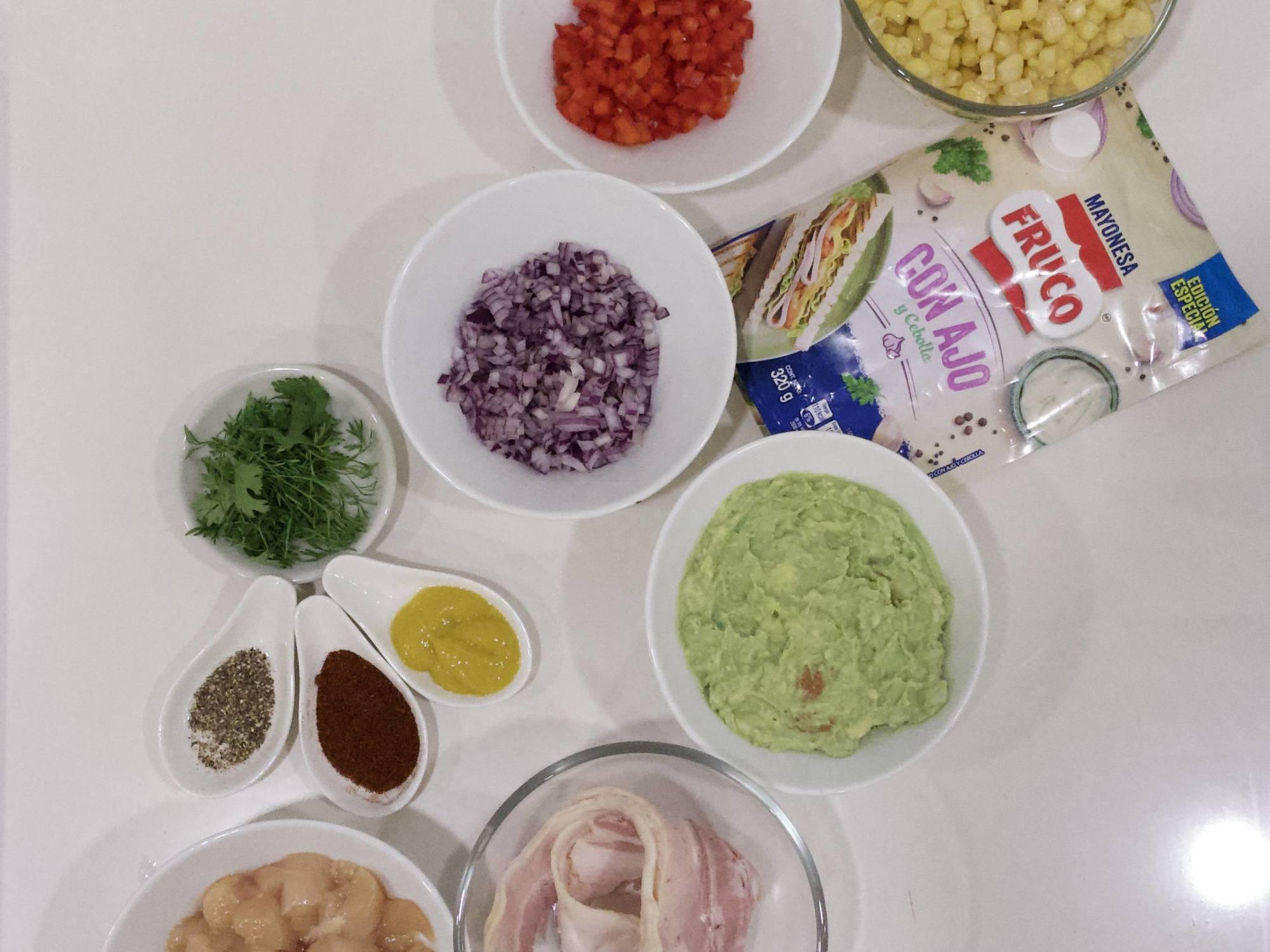 Tartar de maiz con tocineta en salsa de ajo Fruco