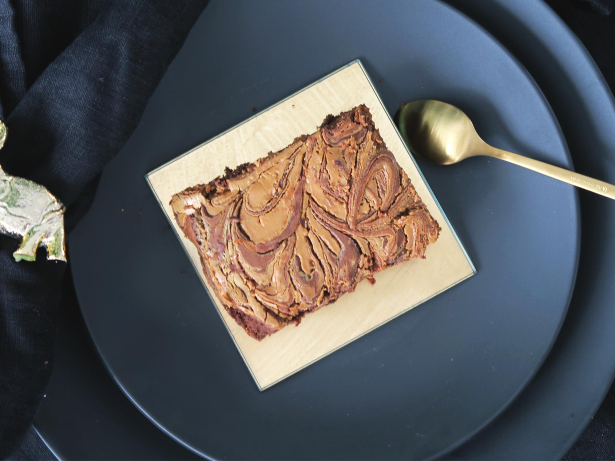 Brownies met pindakaas en witte chocolade swirl