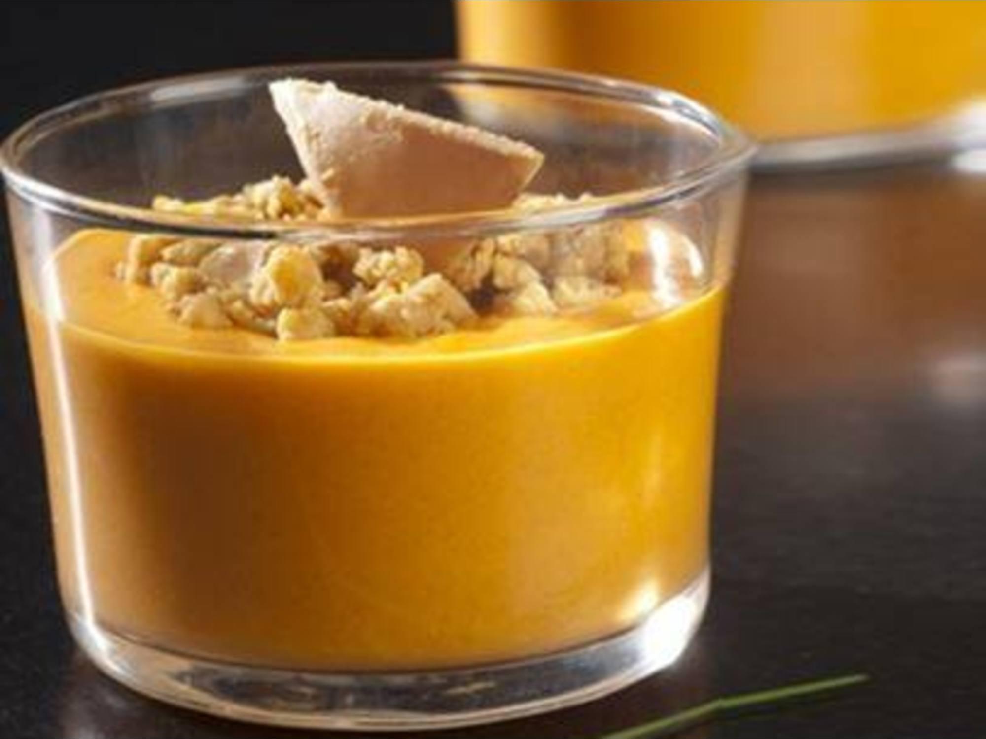 Crème de potiron, crumble de comté et dés de foie gras