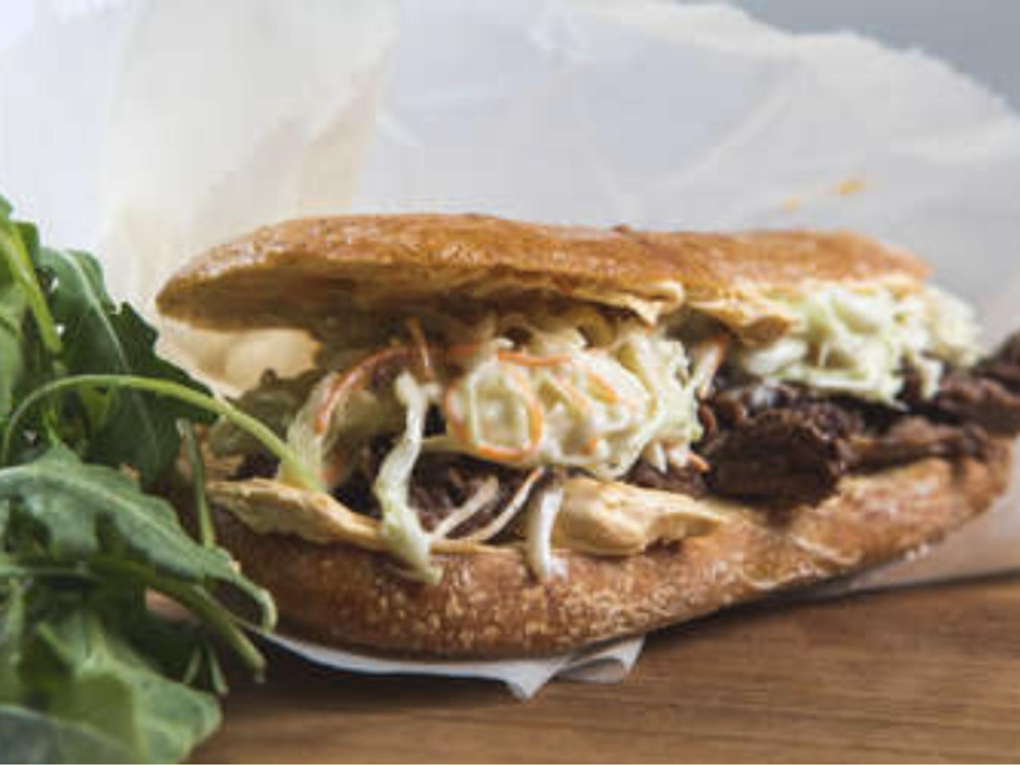 Nyhtönauta & coleslaw burger | Hellmann's