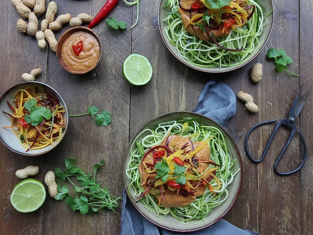 Thaise pinda en gember courgette spaghetti