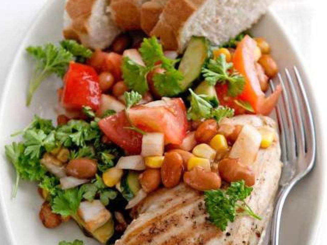 Gegrilde kipfilet met bbq-salade