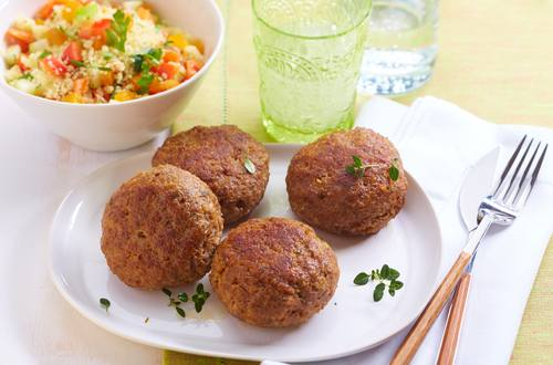 Frikadellen mit Couscous-Salat