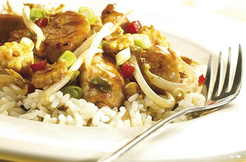 Gewokte Teriyakikip met oosterse groenten, gember en knoflook