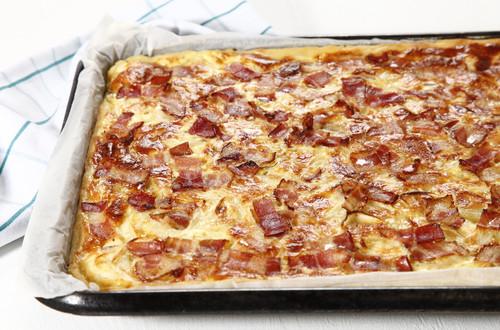 Kartoffelkuchen_mit_Speck_und_Zwiebeln_(ganz).JPG