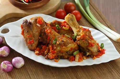 Ayam goreng tomat pedas