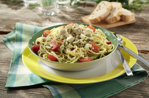 Würziger Spaghettisalat mit Schafkäse