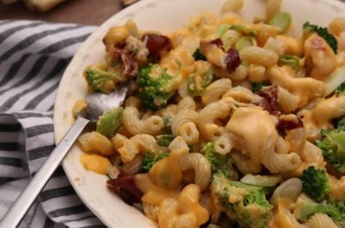 Creamy Cheddar Broccoli Pasta with Bacon