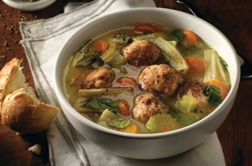 Soupe copieuse aux boulettes de poulet et nouilles
